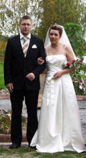 Andreas Blom och Monika Wickberg, Stöde, har den 1 oktober vigts i Stöde kyrka. Vigseln förättades av Hilding Öman.