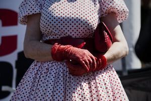 Rödvitt. Lillian Petterssons klänning kommer från unga dagar.