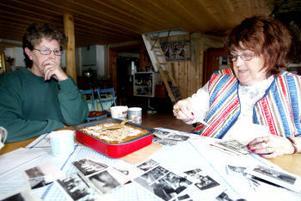 Nu är det stugan i Hissjön som är sommarparadiset för Elisabeth Rachford och Kerstin Willner.