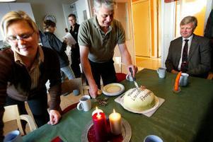 Månadens landsbygdsföretagare Ulla Hassel Hollmer och Olle Hollmer firar utmärkelsen tillsammans med Lennart Broman från Föreningssparbanken.