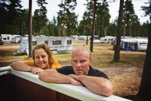 Niklas och Marie blev båda arbetslösa men chansade och köpte campingen i Medskogssjön. Nu lever de en riktig drömtillvaro.