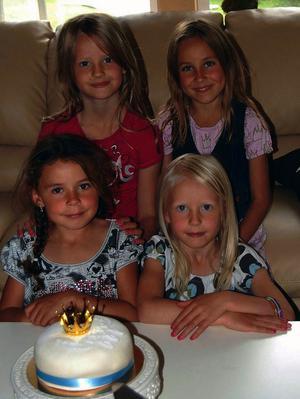4 små prinsessor som väntar på att vigseln mellan Daniel & Viktoria ska börja. Vi hade laddat upp med en
