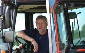 Jörgen Notes är nöjd över den nya klipparen han har efter traktorn.