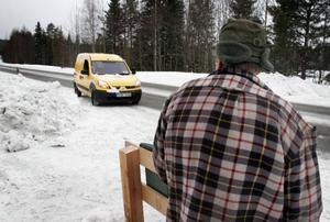 En historisk dag. För första gången kommer postbilen till Vågarna.