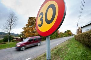En konsult har fått i uppdrag att komma med förslag på trafiksäkerhetshöjande åtgärder i Halvarsgårdarna.