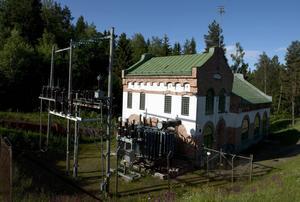 Planerna för Rundbackens kraftverk har varit många. Nu vill Eon Vattenkraft byta ut dammluckorna 900 meter uppströms kraftverket.