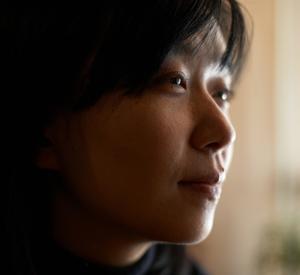 Han Kang är född 1970 i Sydkorea och uppmärksammades först som poet.