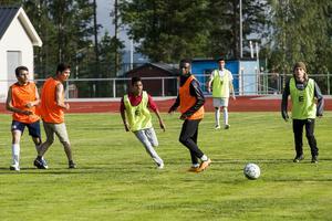 Ungdomarna får chansen att träna med spelare från Gottne IF.