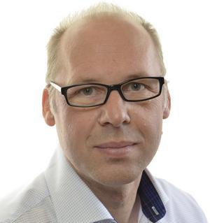 Mer tid har riksdagsledamot Patrik Engström från Avesta haft. Men han har varit nästan lika anonym.