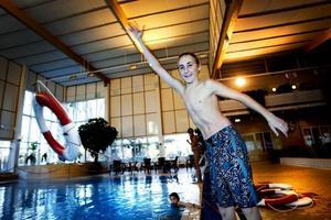 Kunde vad han lärt sig. Adam Nordvalls ihärdiga träning gav resultat. Att kasta ut livbojen på rätt sätt i vattnet var ingen konst för den blivande hjälten.