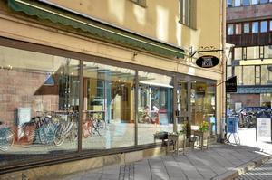 Centralt. Tiempo de café ligger mittemot Stadsbiblioteket. Foto: Anders Erkman