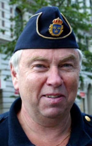 Leif Karlsson, ålder okänd, polis, Alnö.—Många kan behöva det men inte alla. Främst tycker jag man ska ta hänsyn till barnen.
