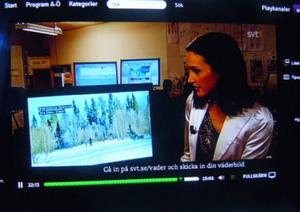 Min väderbild i tv-rutanVem som helst får skicka in väderbilder till Svt/väder. Ibland har några av mina bilder dykt upp i tv-rutan. Här visar meteorolog Pia Hultgren en bild från Svartsjöarnas skidspår. Tio minuter efter det att denna bild dök upp ringer det på min telefon. Hej, det är Elisabet Olsson. Kommer du ihåg att vi jobbade ihop i Abisko 1959. Vilken rolig biprodukt av en väderbild.