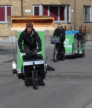 Det har blivit många mil på cykel för Nils och Johan Wedin sedan de startade cykelåkeriet Move by bike förra året. Och fler lär det bli för jobberbjudandena bara strömmar in.