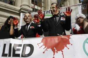 Demonstranter inför offentliggörandet av Chilcot-rapporten om Storbritanniens inblandning I Irakkriget.