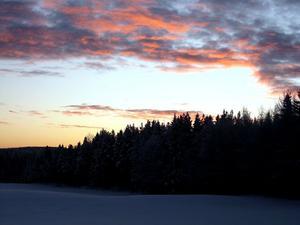 Bilden på den vackra himlen är tagen från min gård i Kännåsen.