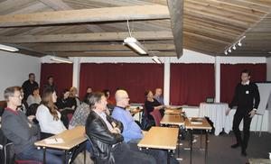Jens Levin talade om digitaliseringens möjligheter för små butiker vid mötet med Borlänge Centrumförening.