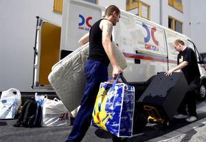 På väg mot Söderhamn. Söderhamnsföretagen som slåss om personal med rätt bakgrund har visat sig få det svårt att hålla dem kvar. Inflyttarservice kan vara en hjälp på vägen.
