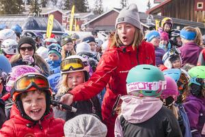 After ski med sång och dans inledde prisutdelningen. Alla var inte så pigga på att sjunga med.