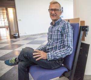Hasse Nyström har lagt ner mycket möda med att leta efter bra stolar. Det blev till slut ett koncept som finns i Umeås nya kulturhus,