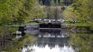 På många håll behövs stora ekonomiska insatser för att kunna hålla Strömsholms kanal öppen för turismen på sommartid.