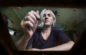 """Malin Almén ingår i animatörskollektivet Tantiloop Film. Hon har jobbat med animerad film i snart 15 år, sin första film gjorde hon helt och hållet för hand. """"Jag är faktiskt ganska mallig över att jag har lärt mig att jobba på det traditionella sättet. Men att använda datorverktyg i stället för målarpytsar försnabbar processen enormt"""", säger hon."""