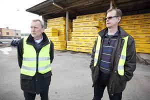 Domstolen säger nej Valbo träs expansion av miljöskäl. Arne Eriksson är vd och Mats Andersson platschef på träföretaget.