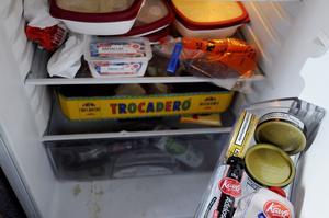 Fulladdat kylskåp hemma hos medlemmarna i Jannez.
