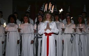 Katharina Rahm, årskurs sex grön avdelning vid Björkbackaskolan var årets lucia när skolan firade lucia i Ånge kyrka.