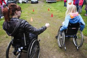 Rullstolsracet var populärt bland barnen, och förmodligen svårare än de trodde.