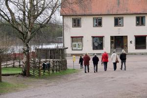 Under 2010 flyttade 10 personer till Svabensverk. Medelåldern i byn är låg.