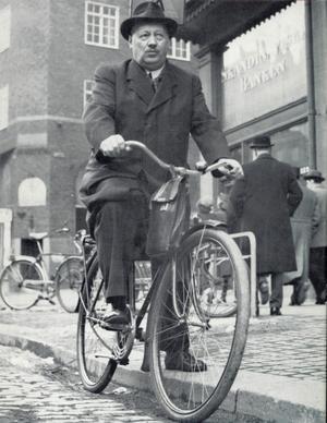 Anders Sandrew föredrog cykeln som fortskaffningsmedel eftersom att