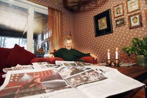 Torsten Ottosson har klippt ut och sparat alla artiklar som skrivits om barnbarnet Alice.– Jag tänkte att hon skulle få allt när hon kommer hem, säger han.