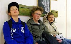 Fredrik Jacobsson, Joakim Eriksson och Simon Kullin från Grangärde är nöjda med Parkskolan.-- Vi tycker man får bra hjälp här, säger de.FOTO:ANDERS BJÖRKLUND