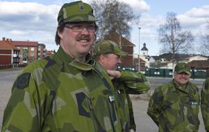 Chaufför Stefan Jonasson från Ytterhogdal skyddar under helgen E14 mot fientlig aktivitet.