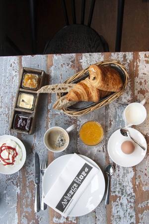 Frukost på Auberge Flora i Paris.