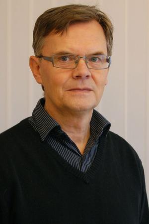 Hans-Åke Eriksson på samhällsbyggnadskontoret betonar att ju mer som återvinns på rätt sätt, desto mindre sopor blir det att transportera till förbränning i Sundsvall.