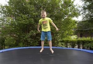I Spanien kommer Zeb ha en pool i stället för studsmatta i trädgården.