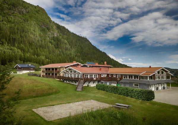 Eriksgårdens fjällhotell. Med framtidstro och kompetens har företaget vuxit till ett av områdets bästa hotell. Utvecklingen av verksamheten pågår ständigt och duktig personal ser till gästens bästa.