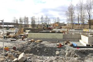 Vid Grågåsvägen pågår intensiv byggaktivitet. Frågan är om även nya skolan kommer att få heta Marnässkolan eller om juryn bestämmer sig för att anta något av alla de tiotals namnförslag som lämnats in av allmänheten.