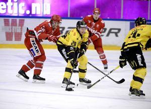 Lukas Zetterberg hade nummer 28 i Västerås, här i en match mot just Timrå IK. Det är fortfarande oklart vilket nummer han kommer ha i sin nya klubb.