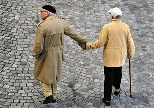 Det är inte åldern som definierar vilka vi är även om det är vanligt i debatten att äldre ofta klumpas ihop i en grupp.