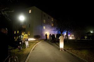 Källarbranden på Styrmansgatan under lördagskvällen hade stora likheter med branden tidigare under dagen. Rökutvecklingen var kraftig i båda fallen.