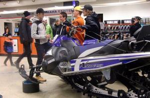 I utställningshallen hos Yamaha Center fanns bland annat den är trecylindriga maskinen som drog till sig en del intresse.