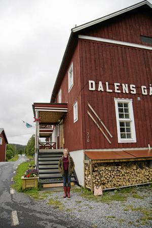 Hit till Dalens gård kom många stockholmsbarn på koloni under 1900-talets tidigare halva. Nu vill Linda Forss samla berättelserna därifrån.