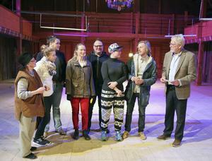 En samling teaterfolk i Träteatern