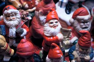 Fler små jultomtar.