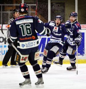 Unge forwarden Henrik Hetta var en av matchens piggare spelare, med ett mål och ett målpass. Arkivbild