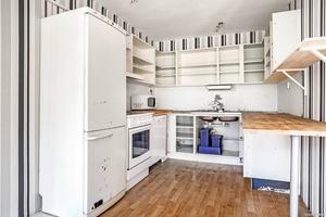 Ett uppdrag för Ernst? Köket i lägenheten behöver renoveras.