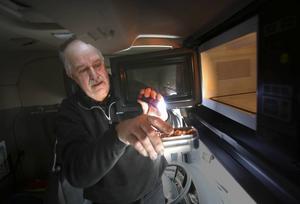 En mikrovågsugn finns sedan flera år tillbaka i lastbilar.   Men just den här är ny för mig och lite krånglig. Dessutom har den inte rätta